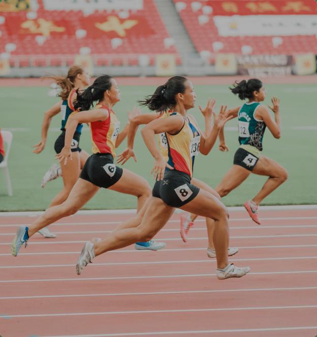 Varias atletas durante su participación en una carrera de atletismo